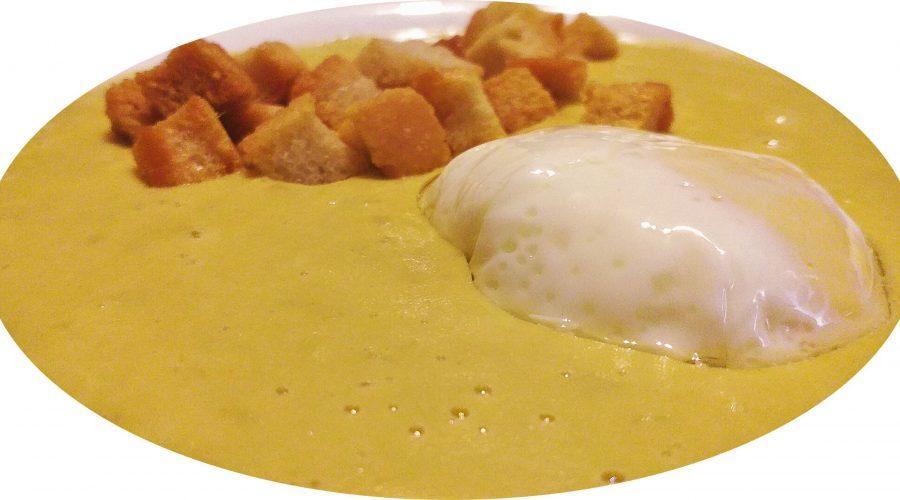 Crema de macedonia de verduras con huevo poché