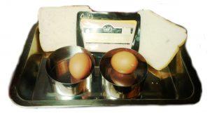 Ingredientes para huevos al horno en tartaletas de pan de molde