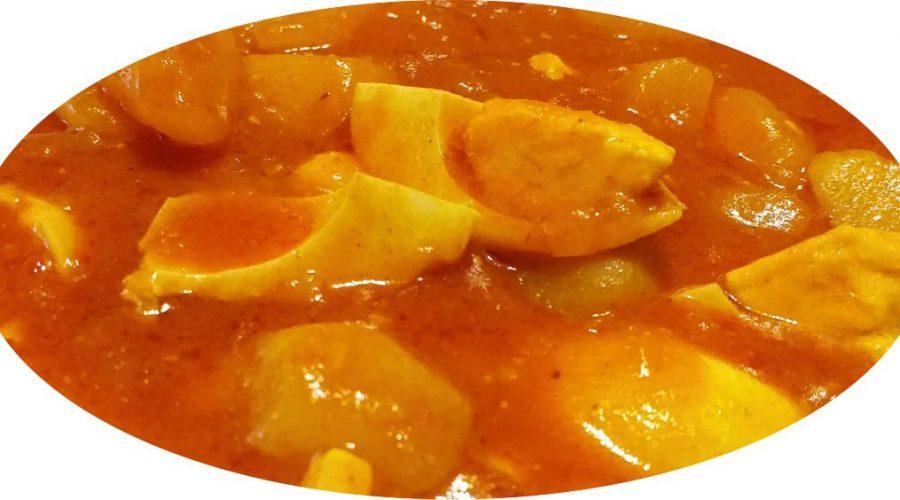 Huevos duros con patatas y tomate