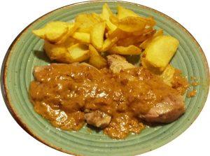 Solomillo de cerdo en salsa de jamón